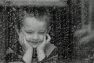 雨白黒少年